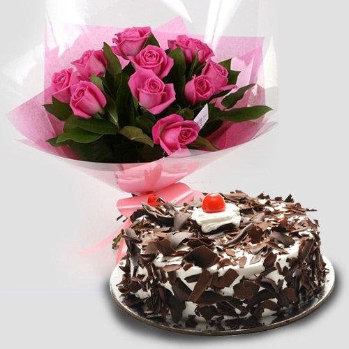 Attractive Red Roses with Cake for Mom
