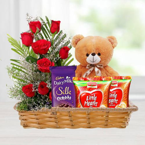 Gift Hamper of Love Gifts N Red Roses