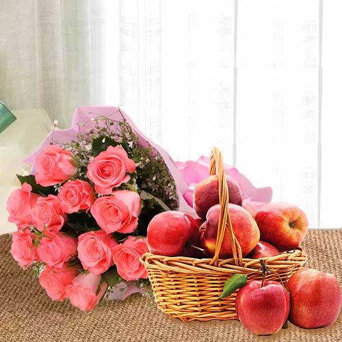 Mesmerizing Pink Roses Bouquet With Apples in Basket