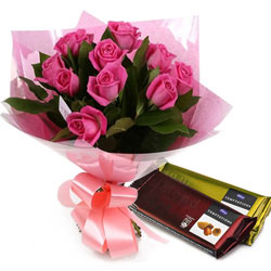 Blooming Pink Roses Bouquet with Cadbury Temptations