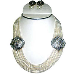 Beautiful Pearl Beaded Necklace