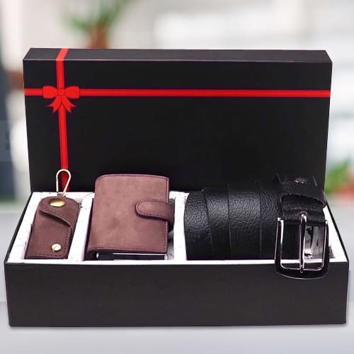 Mesmerizing Hide and Skin Mens Leather Middle Stitch Card Holder N Belt
