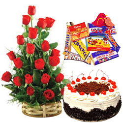 <u><font color=#008000> MidNight Delivery : </FONT></u>:18 Dutch Red Roses Bouquet with 1 Lbs. Black Forest Cake and 1 Cadbury's Celebration Pack